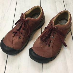 Keen sz 9.5  Dark Rust Red Hiking Shoe
